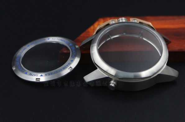 Mechanical Watch Stainless Steel Case Designed with Transparent Glass with Screw Back Plate