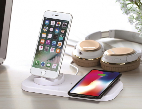 3-in-1 With Wireless Charger Mobile Phone Charging Stand For Type-C 8Pin And MicroUSB