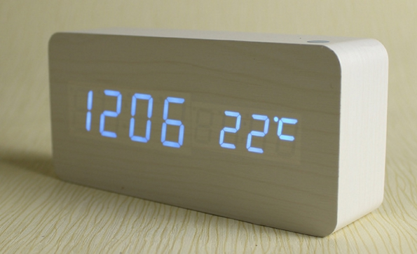 Natural Wooden Case LED Clock Temperature USB And Battery Both For Power Input And Inside Sound Sensor